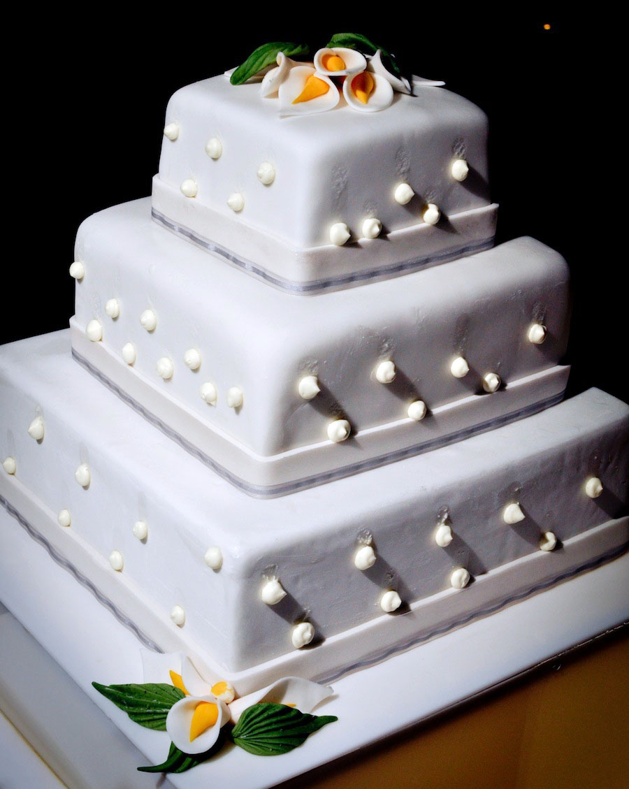 le blanc wedding cake photo